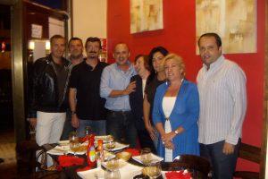 Con el grupo de amigos en Bar Maga